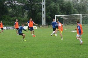Na prvom tréningu Lokomotívy bolo 27 hráčov.