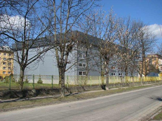 Športová hala pri ZŠ V. Javorku.