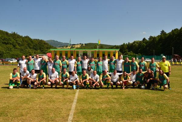 K oslave futbalu v Kálnici patrí aj zápas starých pánov medzi domácimi a Popovicami.