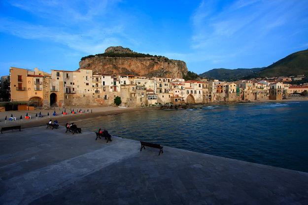 Pobrežie a scenérie Sicílie jej dávajú jedinečné čaro.