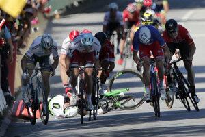 Cavendish skončil po kolízii so Saganom na zemi.