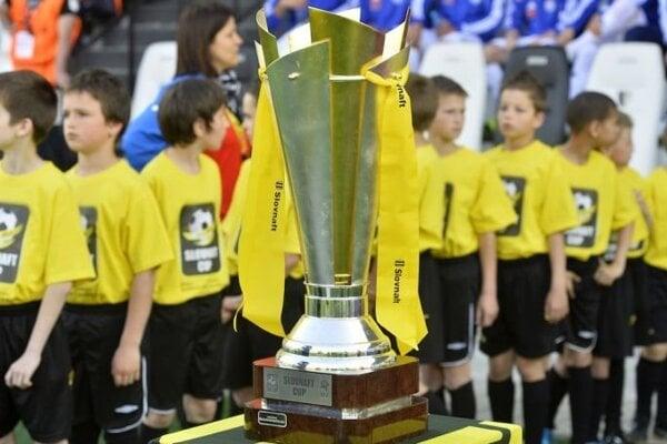 O túto prestížnu trofej bude bojovať 210 mužstiev.