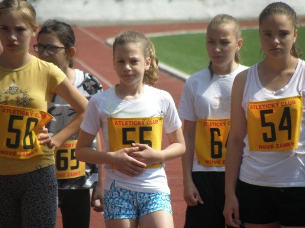 Bronzovú medailu na 600 metrov získala Laura Tomanová (55) vosobnom rekorde 1:46,53.