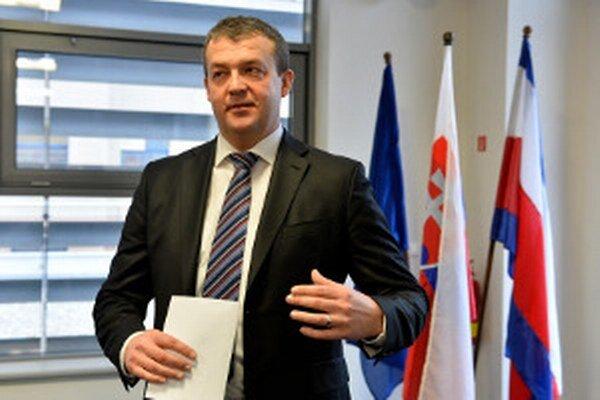 Trenčiansky župan Jaroslav Baška zopakoval, že kraj nebude nemocnice predávať, ale musia prejsť zmenou.