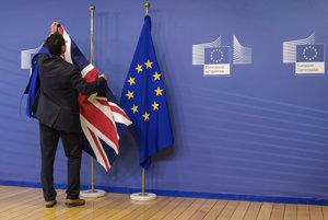 Začínajú sa ostré rokovania o vystúpení Británie z Európskej únie.