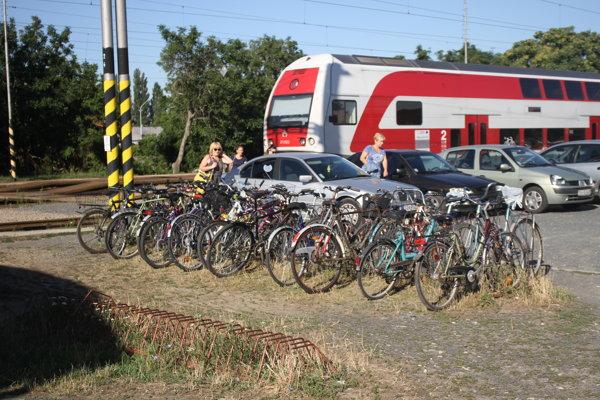 Bicykle na stanici sú častým terčom zlodejov.