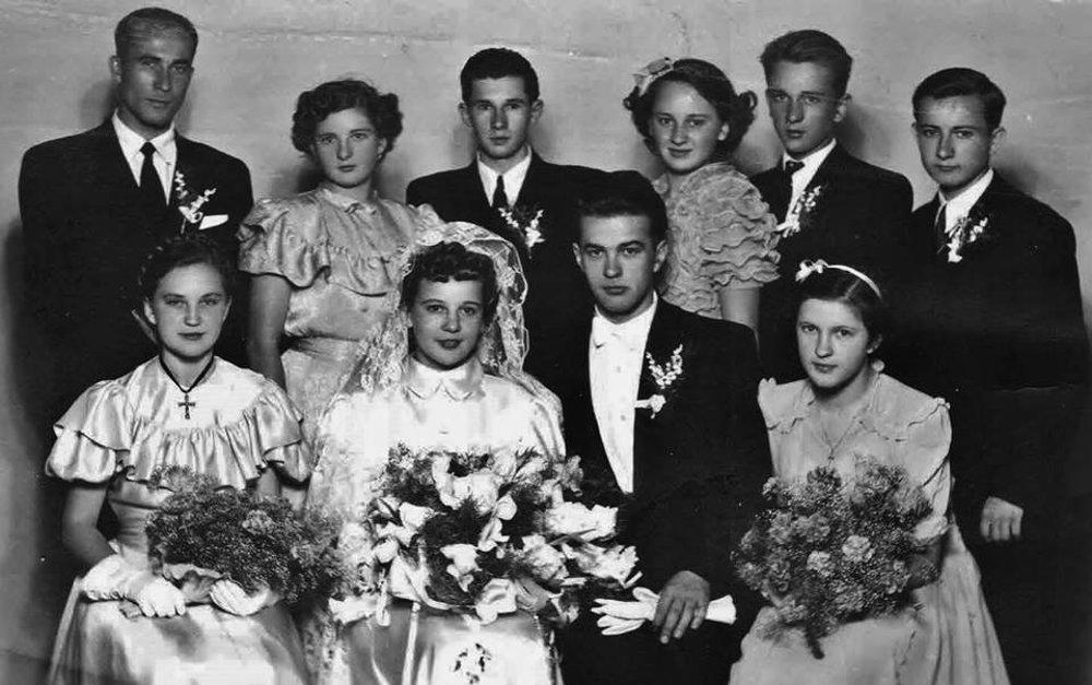 Svadba Miroslava Válka s Mariannou Mihalkovičovou v roku 1951. Fotografiu prostredníctvom Verony Šikulovej poskytla sestra MV Eva.