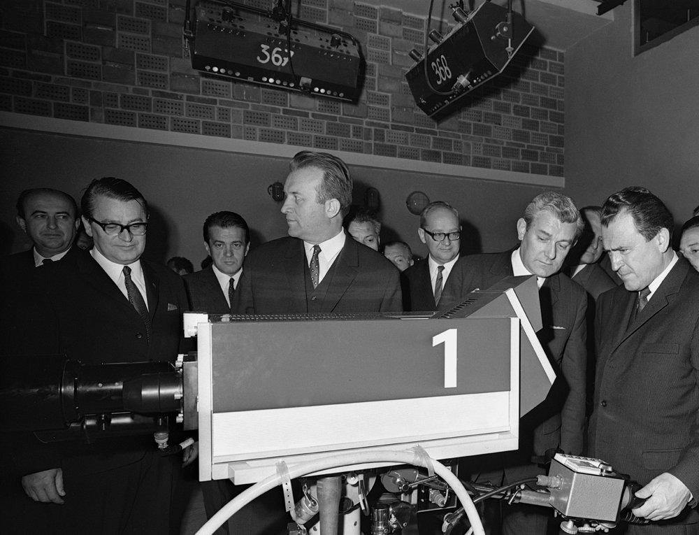 26. október 1970, otvorenie nového televízneho centra v Bratislave. Zľava M. Pecho, Miroslav Válek, Jozef Lenárt, Ľudovít Pezlár, Jan Zelenka a Vasiľ Biľak.