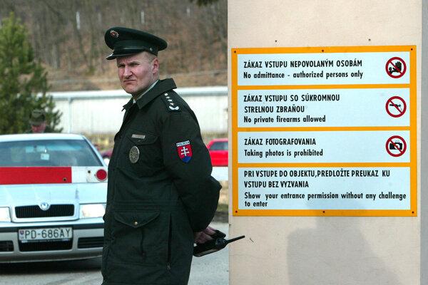 Vo VOP Nováky má chýbať munícia.