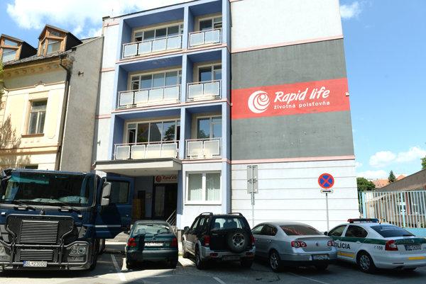Budovu sídla poisťovne v Košiciach previedol niekdajší predseda predstavenstva na syna, NBS sa snaží prevod anulovať.