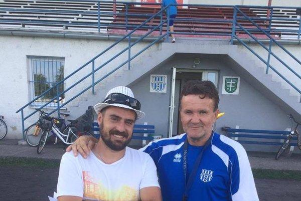Po ľavici prezidenta ŠK Dušana Rampašeka nový tréner Alfonz Višňovský.