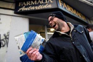 Marihuanu pestuje štátom poverená firma a predáva lekárnik.
