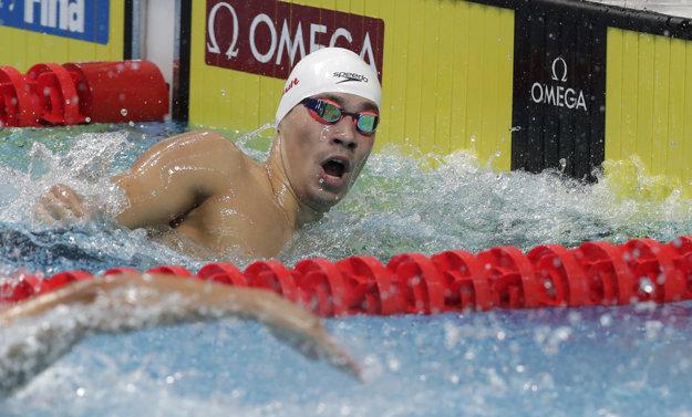 Richard Nagy dohmatáva v cieli rozplavby na 400 metrov voľný spôsob.