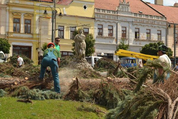 Spúšť po nedeľnej supercele v centre Prešova.