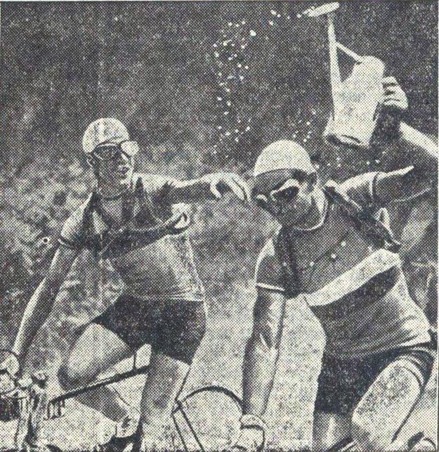 Víťaz Tour de France 1937 Lapebie, na obrázku vľavo.