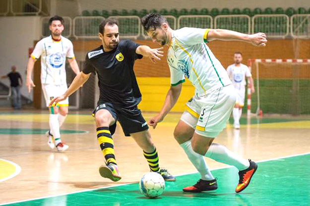 Mário Obický (biely dres) má svoje platné miesto aj vo Futsal Team Levice.