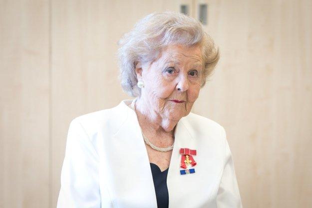 Ailsa Domanová.