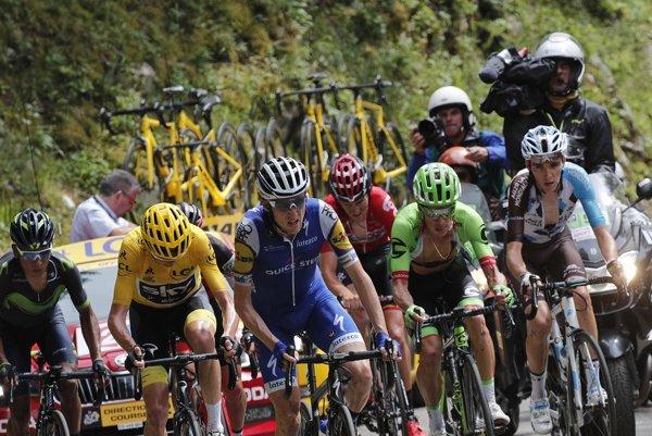 Daniel Martin (v modrom, tretí zľava).