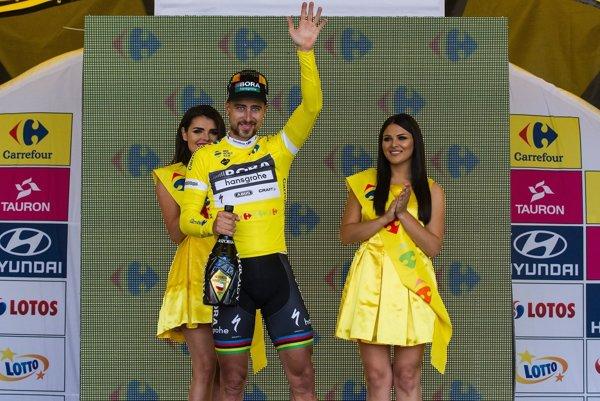 Peter Sagan v žltom drese pre celkového lídra pretekov.