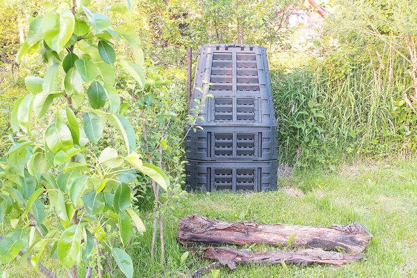 Časť trstenských domácností dostane kompostéry už tento týždeň.
