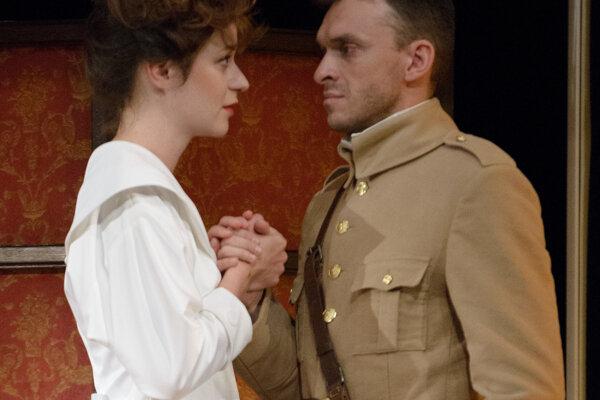 Anka ako Louise Weiss s Martinom Šalachom (Štefánikom) v hre DAB Štefánik – slnko v zatmení.