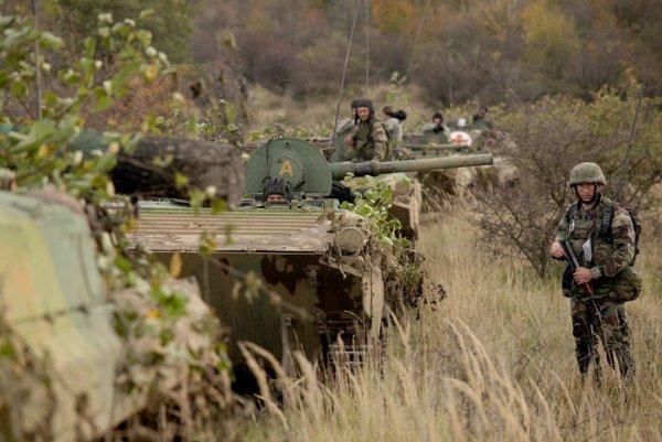 Vojaci počas výcviku.