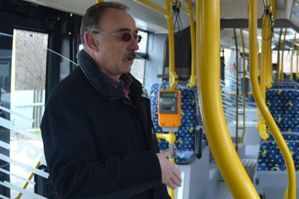 Bývalý riaditeľ DPMP Peter Janus znie vo vozidlách MHD už vyše dvadsať rokov.