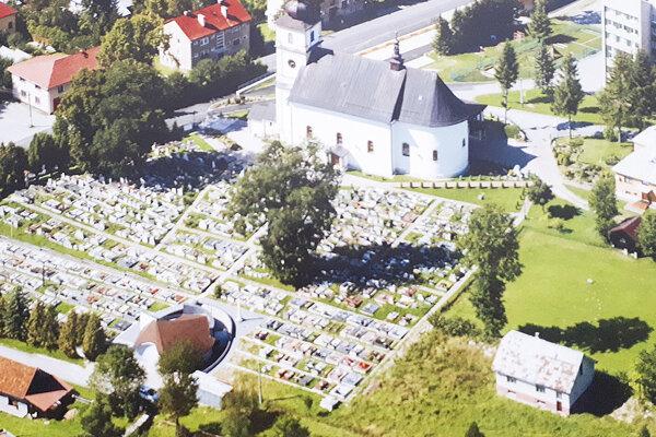 Pozemok vpravo od súčasného cintorína vykupuje obec.
