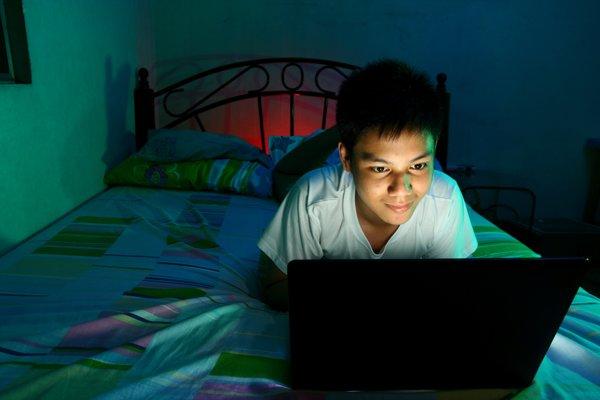Vek, v ktorom sa chlapci prvýkrát dostanú k pornografickému obsahu, môže ovplyvniť ich vzťah k ženám.