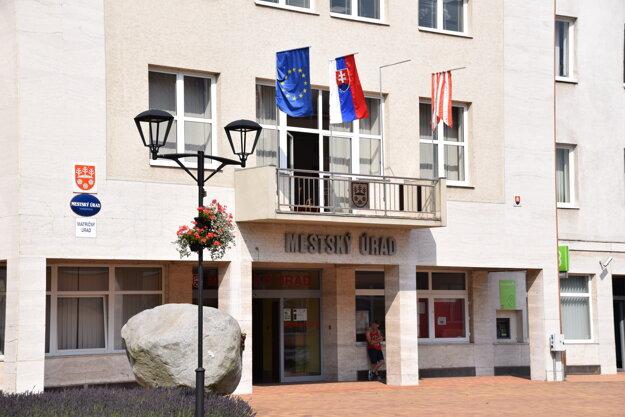 Na Mestskom úrade v Turzovke upravili pre vysoké teploty pracovnú dobu zamestnancov.