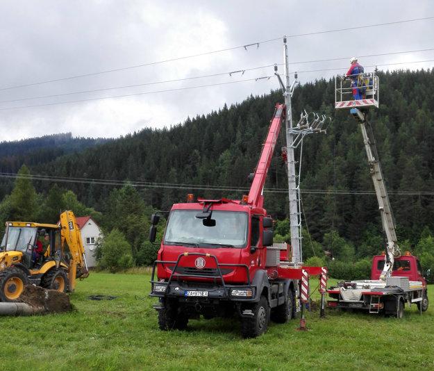 Rekonštrukcia začala pred niekoľkými týždňami a obyvatelia spomínaných aj okolitých obcí to pocítili viacerými odstávkami elektriny.