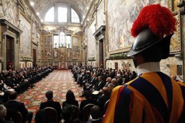 Taliansky najvyšší súd rozhodol, že homosexuálne páry môžu vychovávať deti, keďže o škodlivosti výchovy v homosexuálnej rodine neexistujú žiadne vedecké dôkazy. Výchova detí homosexuálmi je v katolíckom Taliansku citlivou otázkou a adopcie pármi rovna