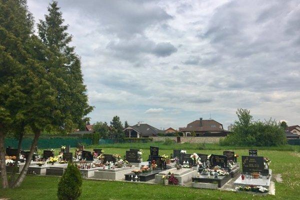 Cintorín v Zlatovciach pred rozšírením.