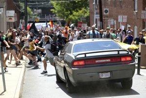 Auto, ktoré v Charlottesville vrazilo do ľudí.