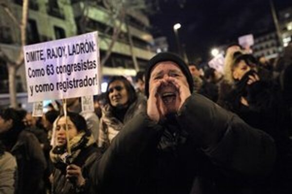 Španieli protestujú proti korupcii v krajine.
