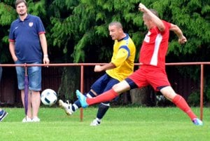 Marián Rapan (v žltom) strelil v Trebostove úvodný gól Dražkoviec.
