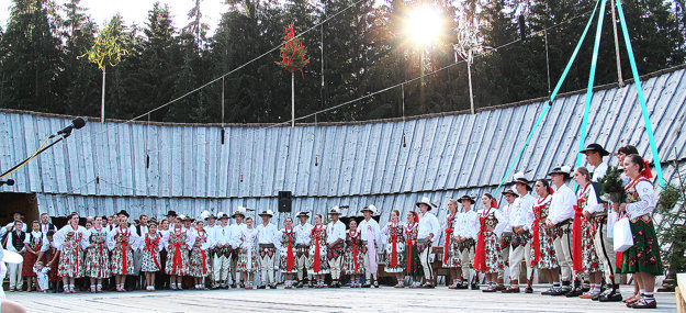 Jubilanti 42. ročníka Podroháčskych folklórnych slávností - Gorali zo Suchej Hory a Hladovky.