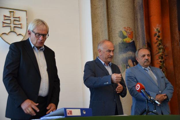 Členovia petičného výboru zľava Ľubomír Janoška, Ján Harte a Jozef Graoa.