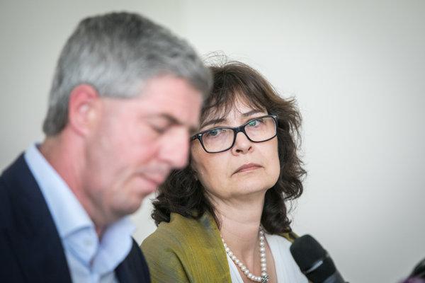Predseda koaličnej strany Most-Híd Béla Bugár a podpredsedníčka strany Most-Híd, ministerka spravodlivosti Lucia Žitňanská.