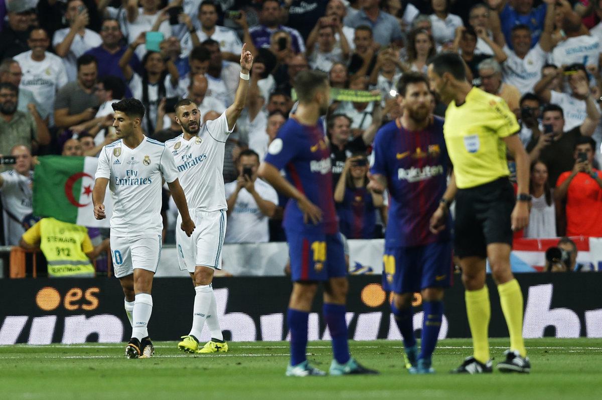 7262e4bf332c0 Karim Benzema (vpravo v bielom drese) sa teší po strelení gólu v odvete  španielskeho