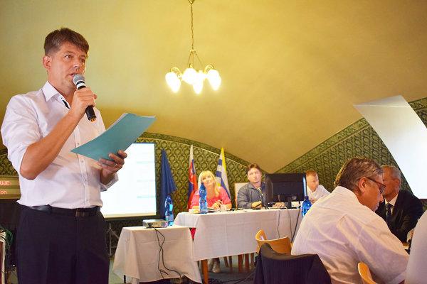 Poslanec Pacol Crkoň opätovne upozornil poslancov na svoje výhrady.