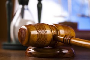 Proces bol obnovený potom, ako najvyšší súd v roku 2010 zistil vážne procedurálne nedostatky.