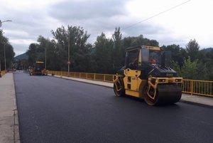 Nového povrchu sa dočkali aj na moste v Kysuckom Novom Meste.