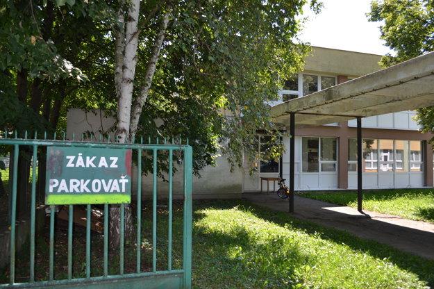 Bývalá materská škola. Nachádza sa vcentre mesta vsusedstve spešou zónou.