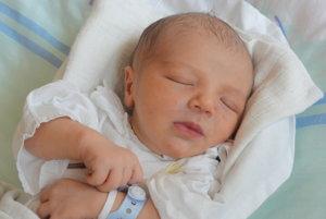 Adam Rácik - Prvým slniečkom v rodine Lucie a Petra z Rakovej je od utorka 15. augusta synček  Adam Rácik (2850g, 50 cm). Meno Adam je  hebrejského pôvodu a v preklade znamená