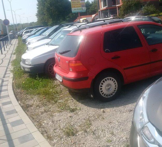 Parkovisko pri ČSOB.
