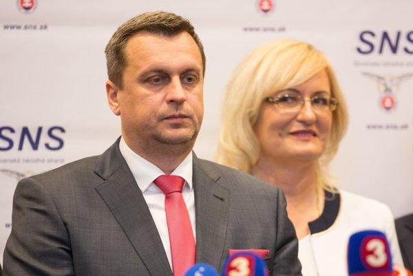 Predseda SNS Andrej Danko a podpredsedníčka  strany Eva Smolíková.