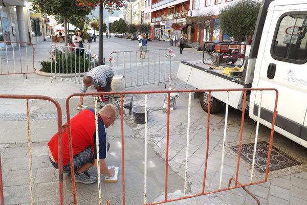 Oprava dlažby na pešej zóne bola v auguste ukončená.