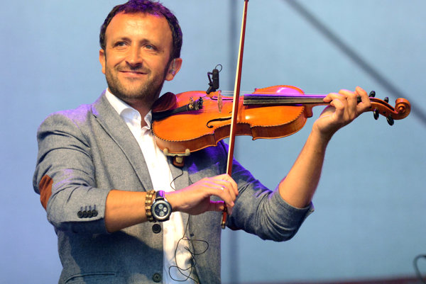 Nová pieseň Ondreja Kandráča je oslavou obyčajného rodinnéo života.