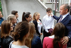 Na zahájení nového školského roka v Evanjelickom gymnáziu v Tisovci bol prítomný aj prezident Kiska.